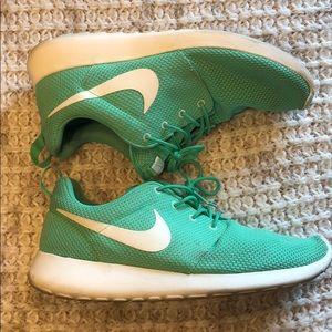 Nike Shoes - Nike Roshe Run Mens 10 light green